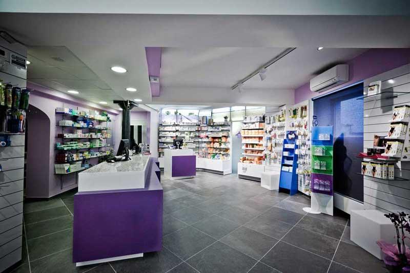 La farmacia occupa l'intero piano terreno di quasi 110 mq. lordi, più altri 50 mq. circa al primo piano, collegati tra loro