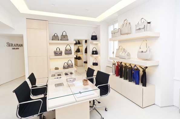 Serapian nuovo showroom a milano an arredamento negozi for Showroom milano arredamento