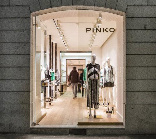 Pinko milano an arredamento negozi retail design news for Negozi arredamento design milano