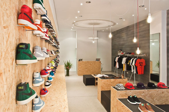 Suppa sneaker store an arredamento negozi retail for Outlet online arredamento design