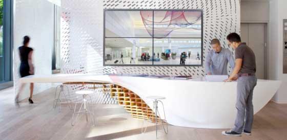 tavolo SLO_GEN realizzato in HI-MACS Gensler Los Angeles
