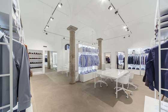 Xacus showroom milano an arredamento negozi retail for Showroom arredamento milano