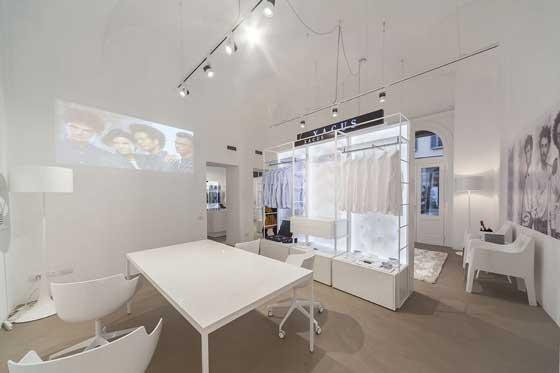 Xacus showroom milano an arredamento negozi retail for Showroom milano arredamento