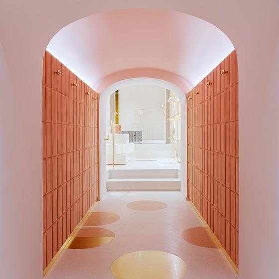 redvalentino nuovo concept per lo store romano di via del. Black Bedroom Furniture Sets. Home Design Ideas
