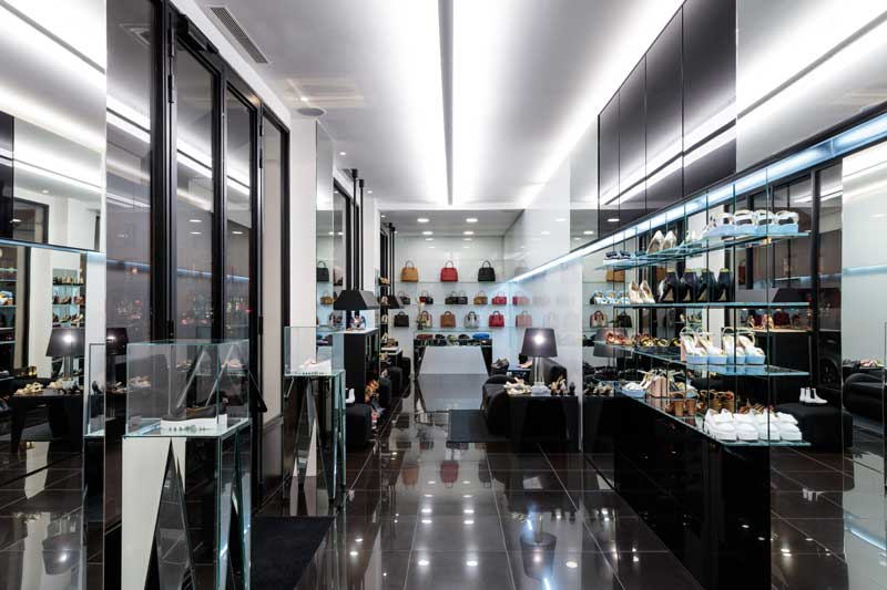 in the heart of paris linea light group lights up the walter steiger boutique an shopfitting. Black Bedroom Furniture Sets. Home Design Ideas