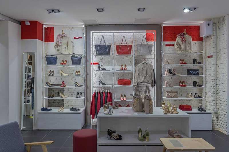 Bata restyling store Bologna