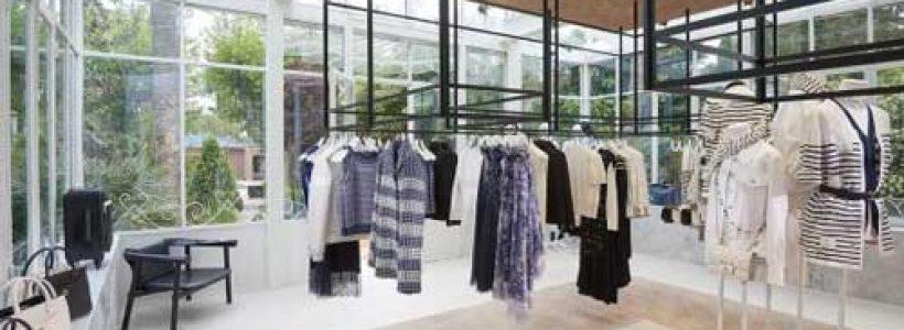 A Saint Tropez la summer boutique di CHANEL.