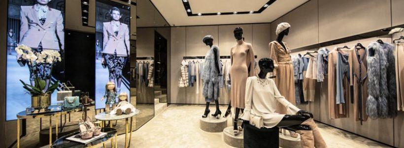 ELISABETTA FRANCHI apre una nuova boutique nel cuore di Napoli.