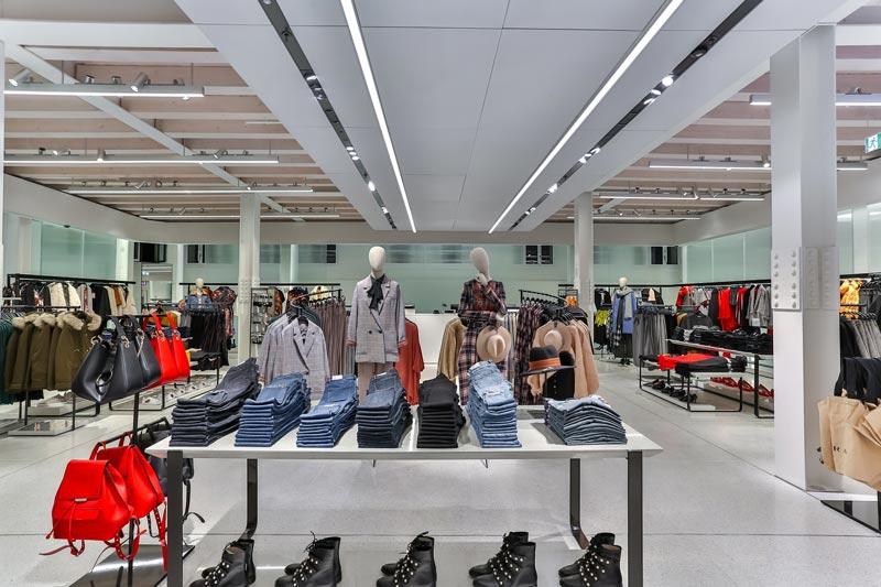 Aperto a venezia il nuovo flagship store di zara an for Negozi arredamento venezia
