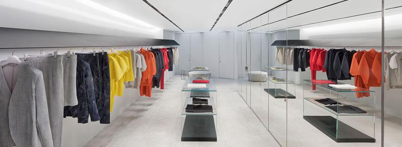 ISSEY MIYAKE apre un nuovo negozio nel distretto Mayfair di Londra.