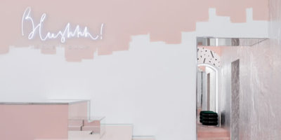I designer dello Studio AKZ Architectura firmano il progetto per la boutique BLUSHHH! Secret Shop.