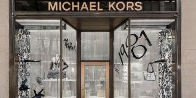 Vetrine ispirate ai graffiti per il lancio della capsule #MKGO Graffiti