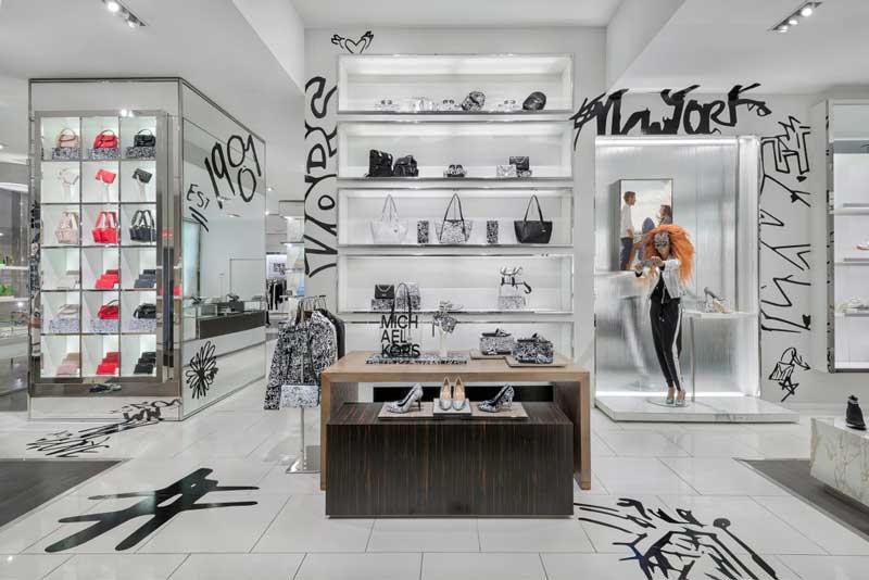 Vetrine negozi ispirate ai graffiti per il lancio della capsule MKGO Graffiti