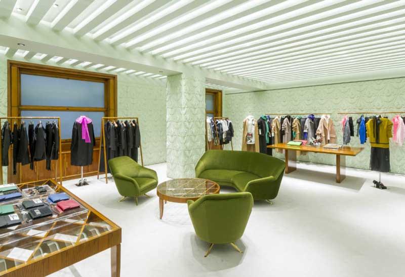 PRADA rinnova la boutique di via della Spiga a Milano