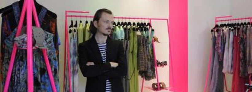 Matthew Williamson debutta in Italia con una pop-up boutique.