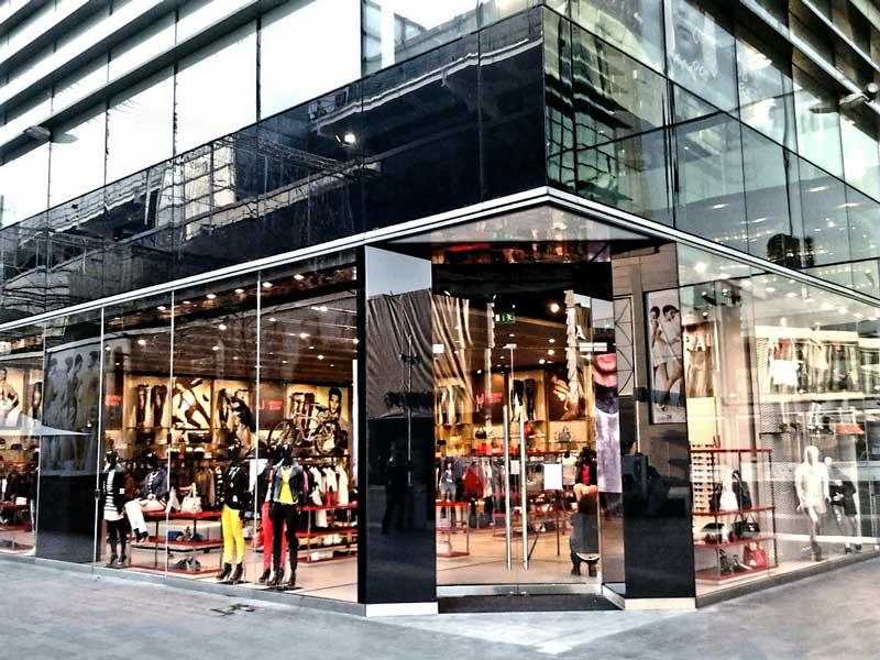 ARMANI JEANS apre a Londra il negozio più grande del mondo