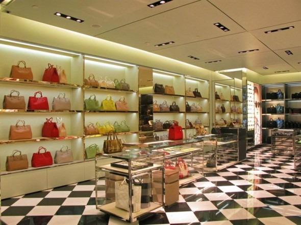 Prada boutique all'aeroporto parigino Charles de Gaulle