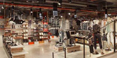 LEVI'S: flagship store sugli Champs Élysées.