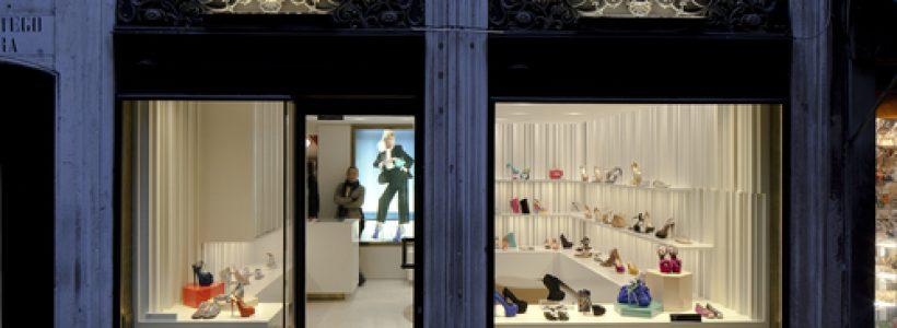 Atmosfera raffinata e concept contemporaneo per la prima Boutique GIUSEPPE ZANOTTI DESIGN a Venezia.