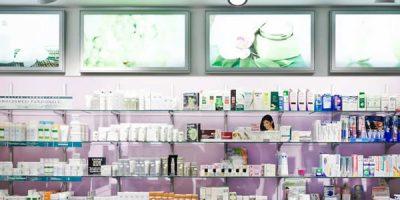 Farmacia DOLCE-BAUDINO. Un layout semplice e moderno, che interpreta in modo attuale il ruolo che, oggi sempre più, la farmacia assume.