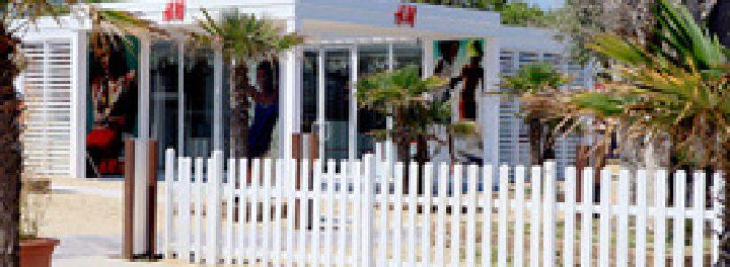 H&M apre a Riccione il primo temporary sulla spiaggia.