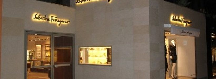 SALVATORE FERRAGAMO rinnova il monobrand di Cannes.