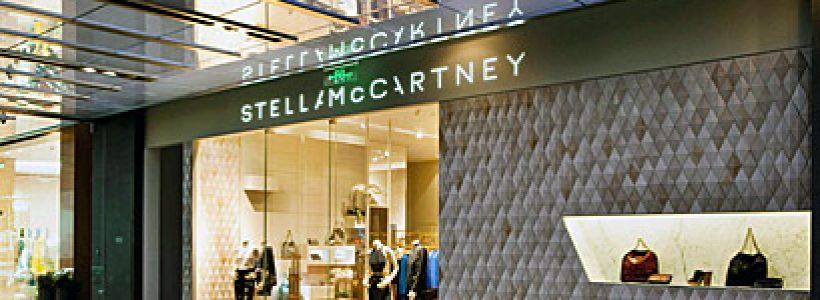 STELLA McCARTNEY ha aperto il suo primo monomarca a Shanghai.