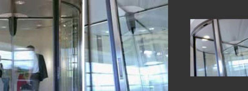 BESAM: porte girevoli dal design compatto.