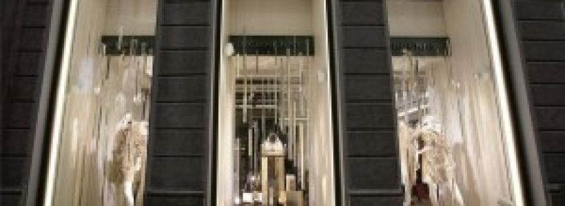 BURBERRY: opening in via Montenapoleone a Milano.