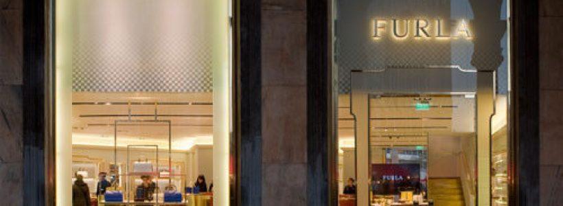 FURLA apre in piazza Duomo a Milano con un nuovo concept store.