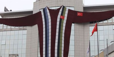 Istanbul Knits World's largest sweater to promote energy conservation.