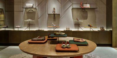 PATRICIA URQUIOLA firma la boutique SANTONI di Milano.