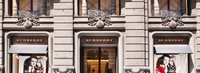 Prima boutique a Napoli per BURBERRY.