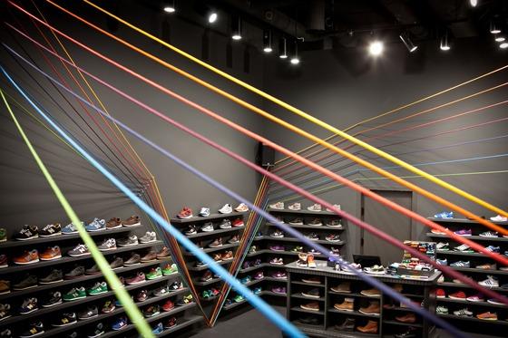 progettazione del negozio di calzature RUN COLORS