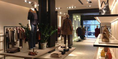 Funzionalità ed eleganza nel nuovo negozio MAX MARA a Napoli.