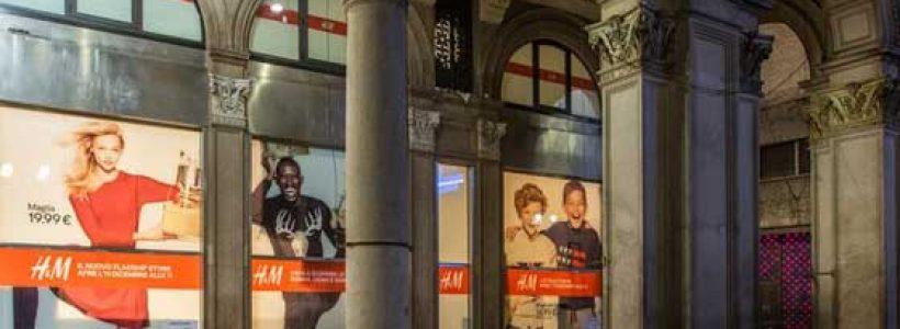 H&M apre in Piazza Duomo a Milano.