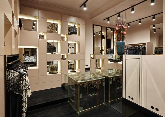 Adriano Bleschke ha progettato il concept di ÉCOLE Boutique a Berlino
