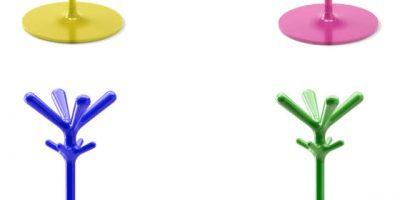 POP, l'appendiabiti a stelo si rinnova nei colori blu, rosa, giallo e verde.