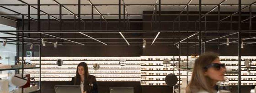 Gli architetti Isabel López Vilalta+Associates  firmano il negozio Ulloa Óptico di Madrid.
