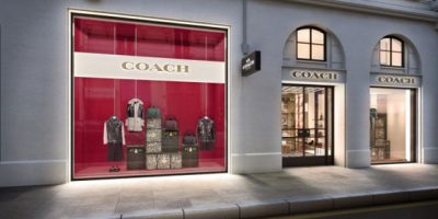 COACH apre a Parigi.