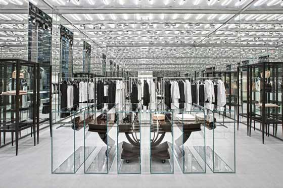 N°21 apre a Milano il suo primo flagship store in Italia