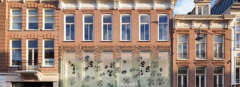 Una facciata in mattoni trasparenti per il flagship store CHANEL di Amsterdam.
