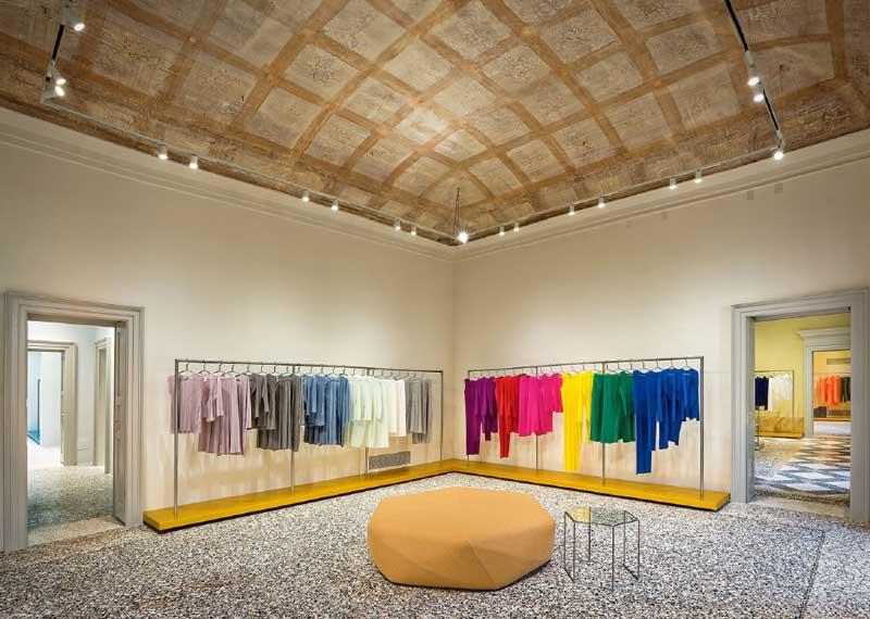 progetto di interior per il flagship store di Issei Miyake a Milano