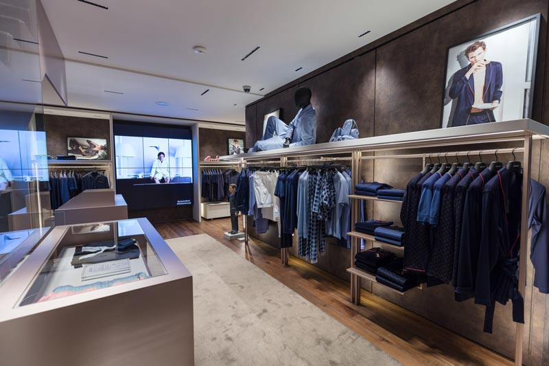 Julipet flagship store Milano