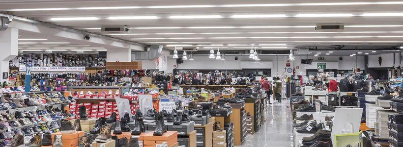 GEWISS illumina i 2500 mq dello store Punto Scarpe di Albino (Bergamo)