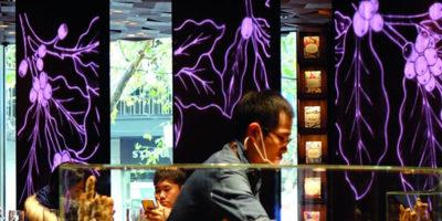 Porte Pivotanti FritsJurgens per la caffetteria Starbucks di Shanghai.