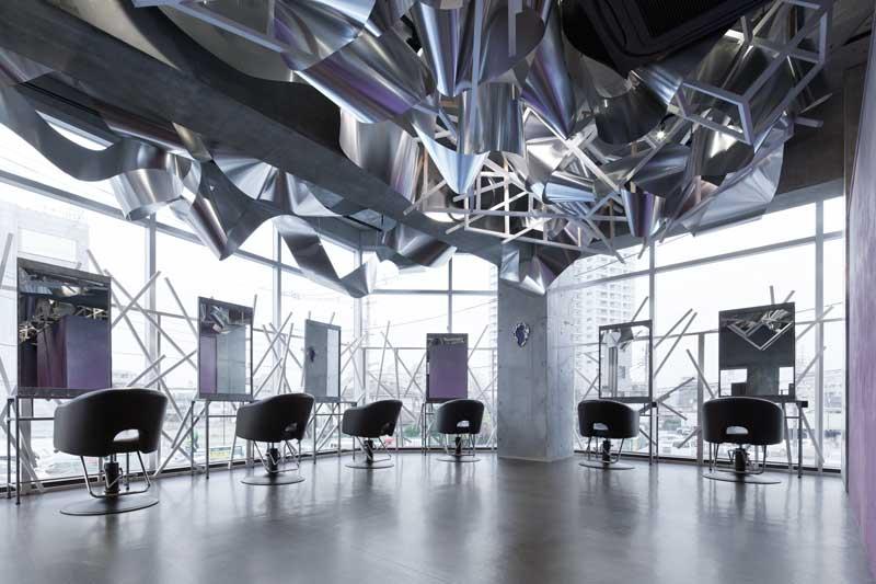 Moriyuki Ochiai designed the interior for the Crystalscape Beauty Salon In Tokyo