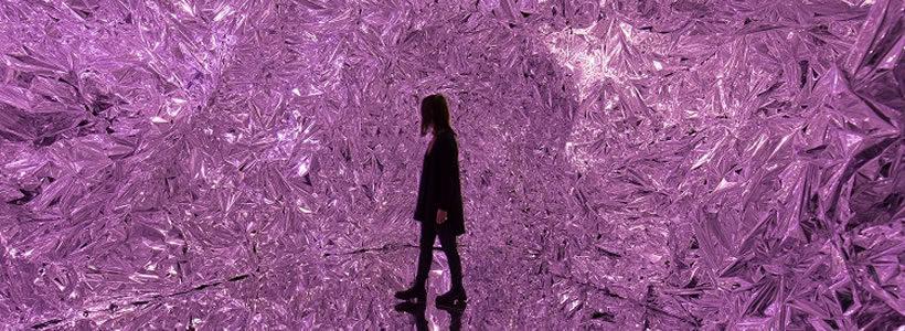 MELISSA torna a stupire con una installazione immersiva al Brera Design District.
