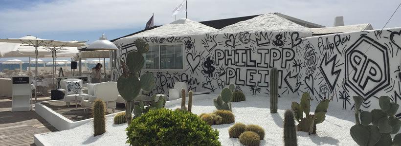 PHILIPP PLEIN: a Saint Tropez un temporary store per tipi da spiaggia.