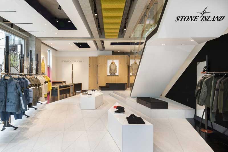 Il lay out espositivo del nuovo flagship store Stone Island di Tokyo